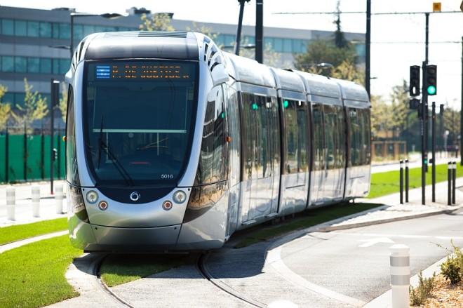 Tramway Ligne Envol le 12 avril 2015 entre RP Jean Maga et Aéroport © Saada / Schneider