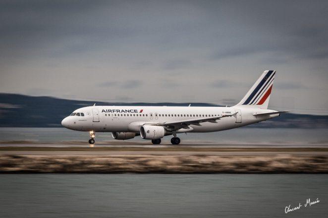 Airbus A320 à Marseille par ©Vincent Massé - Tous droits réservés