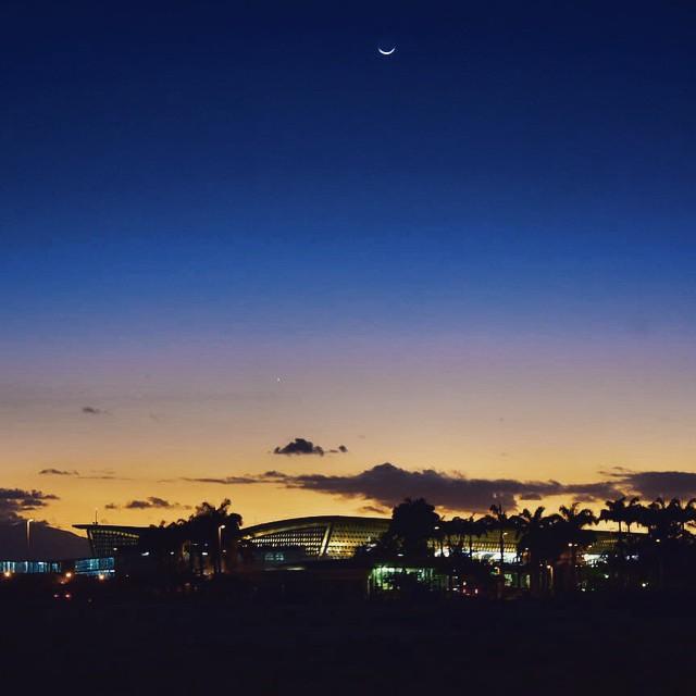 Pôle Caraïbe By Nigh par HappyManPhotoGraphy sous (CC BY 2.0) https://www.flickr.com/photos/lguap/16065307066/