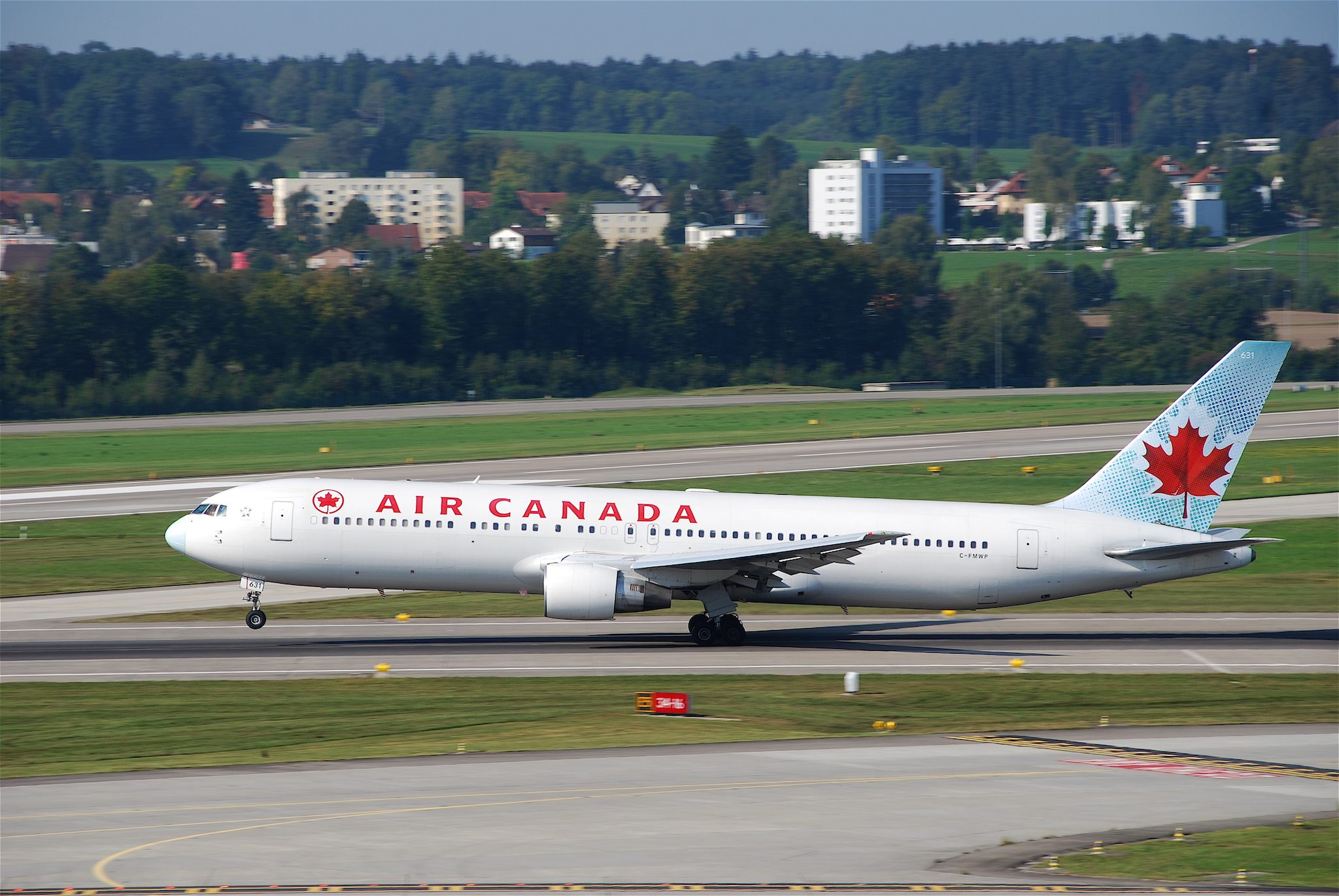 Air Canada Boeing 767-300; C-FMWP@ZRH;10.09.2009/555bw par Aero Icarus sous (CC BY-SA 2.0) - https://www.flickr.com/photos/aero_icarus/4330353712/ / https://creativecommons.org/licenses/by-sa/2.0/