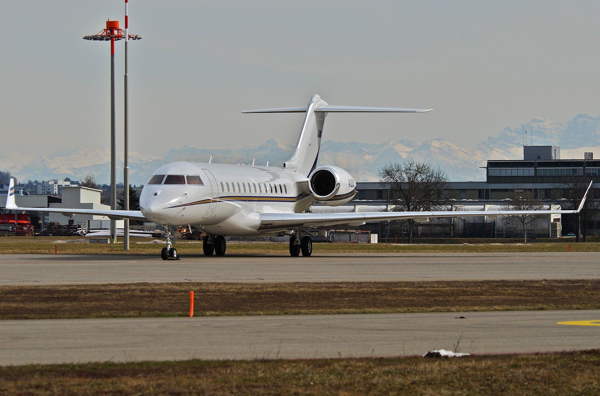 Untitled (Westfield Aviation) Bombardier BD-700-1A10 Global Express; N18WF@ZRH;18.03.2010 par Aero Icarus sous (CC BY-SA 2.0) https://www.flickr.com/photos/aero_icarus/4444300616/