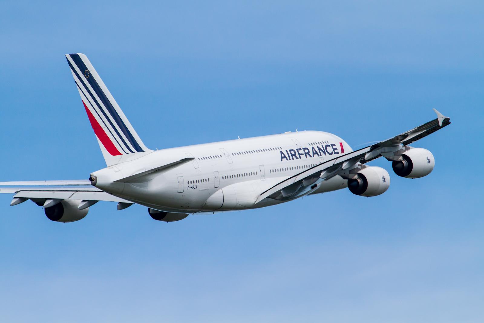 AFR A380-800 'AF275' take off from R/W16R(5).par Ken H sous (CC BY-SA 2.0) https://www.flickr.com/photos/fireballsg72/7620034454/