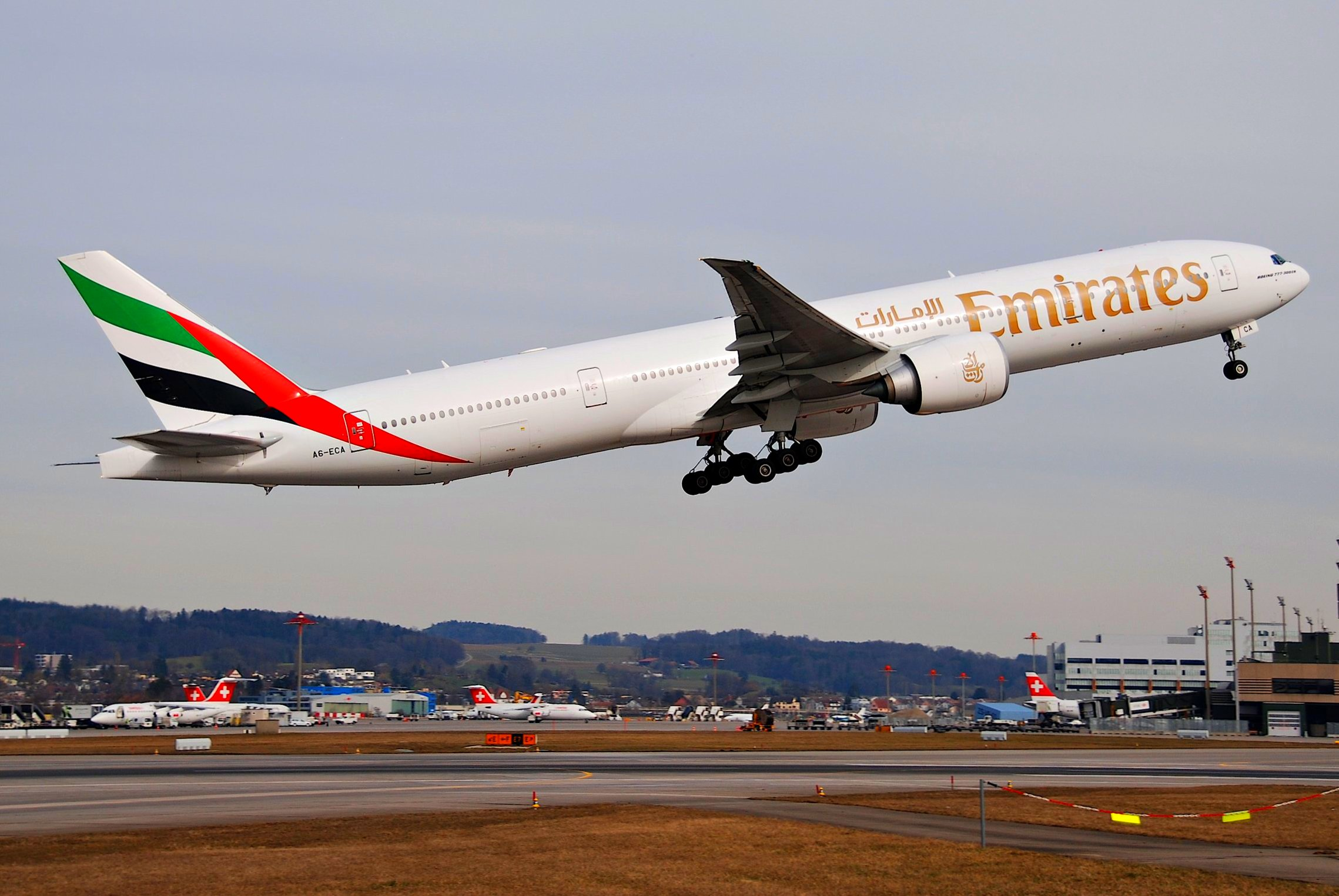 Emirates Boeing 777-300ER; A6-ECA@ZRH;18.03.2010/567ak par Aero Icarus sous (CC BY-SA 2.0) https://www.flickr.com/photos/aero_icarus/4443481397/ https://creativecommons.org/licenses/by-sa/2.0/