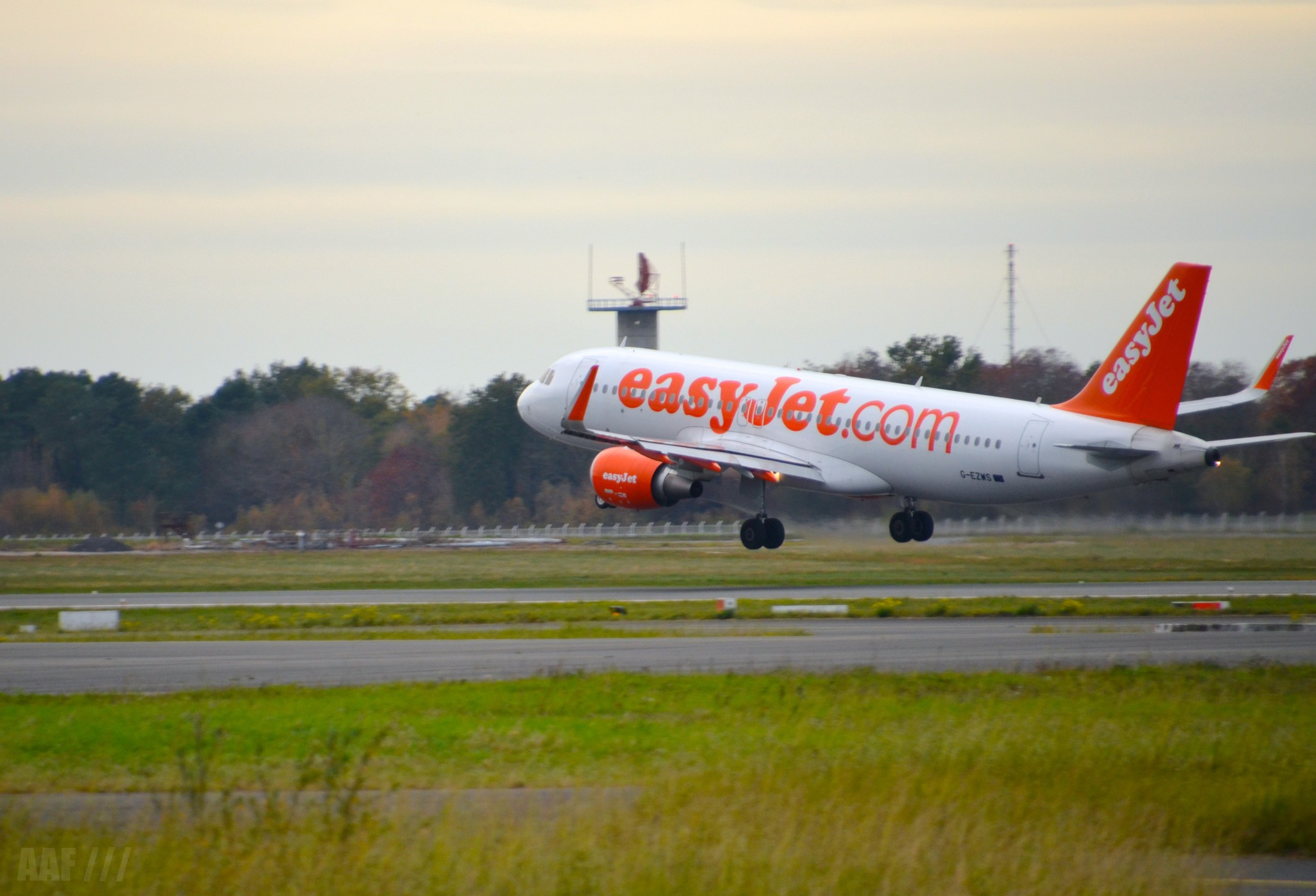 easyjet landing BOD - 2015 - AAF_Aviation