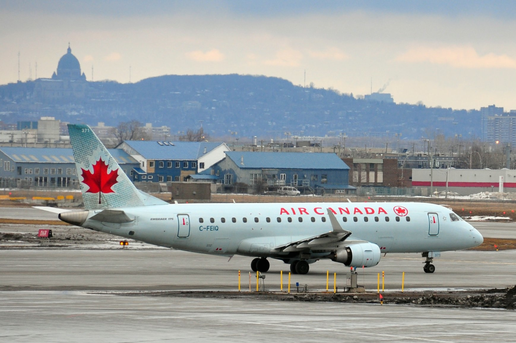 C-FEIQ Air Canada Embraer 175 par abdallahh sous (CC BY 2.0) https://www.flickr.com/photos/husseinabdallah/4485099817/ https://creativecommons.org/licenses/by/2.0/