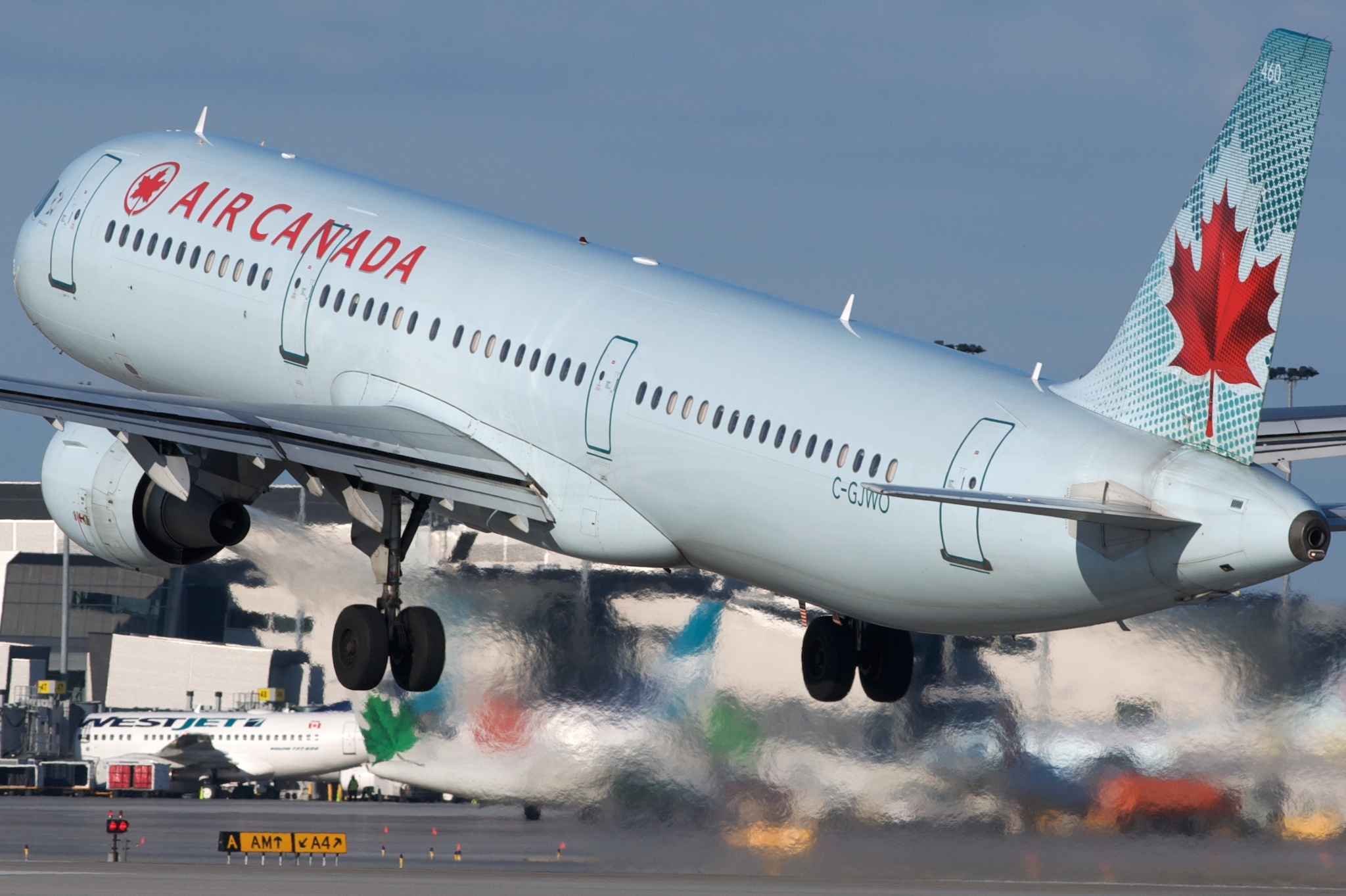 Air Canada A321 C-GJWO par BriYYZ sous (CC BY-SA 2.0) https://www.flickr.com/photos/bribri/4491592027/ https://creativecommons.org/licenses/by-sa/2.0/