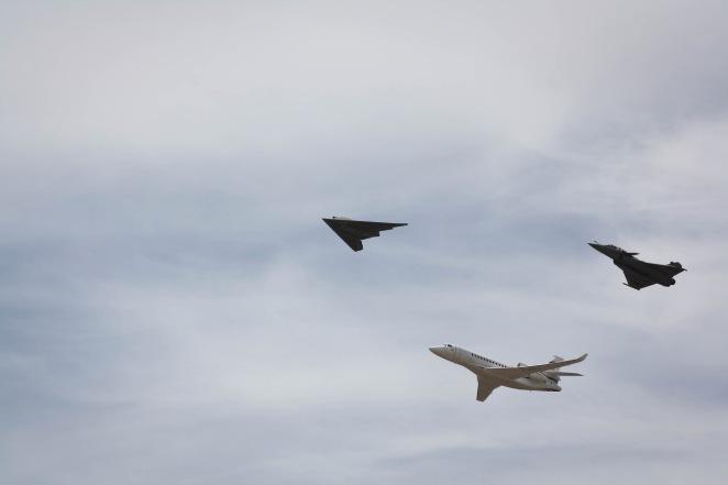 Drone NEURON, Rafale et Falcon 8X - Meeting Istres par Clement SAUNIER sous (CC BY-NC-SA 2.0) https://www.flickr.com/photos/clementsaunier/ https://creativecommons.org/licenses/by-nc-sa/2.0/